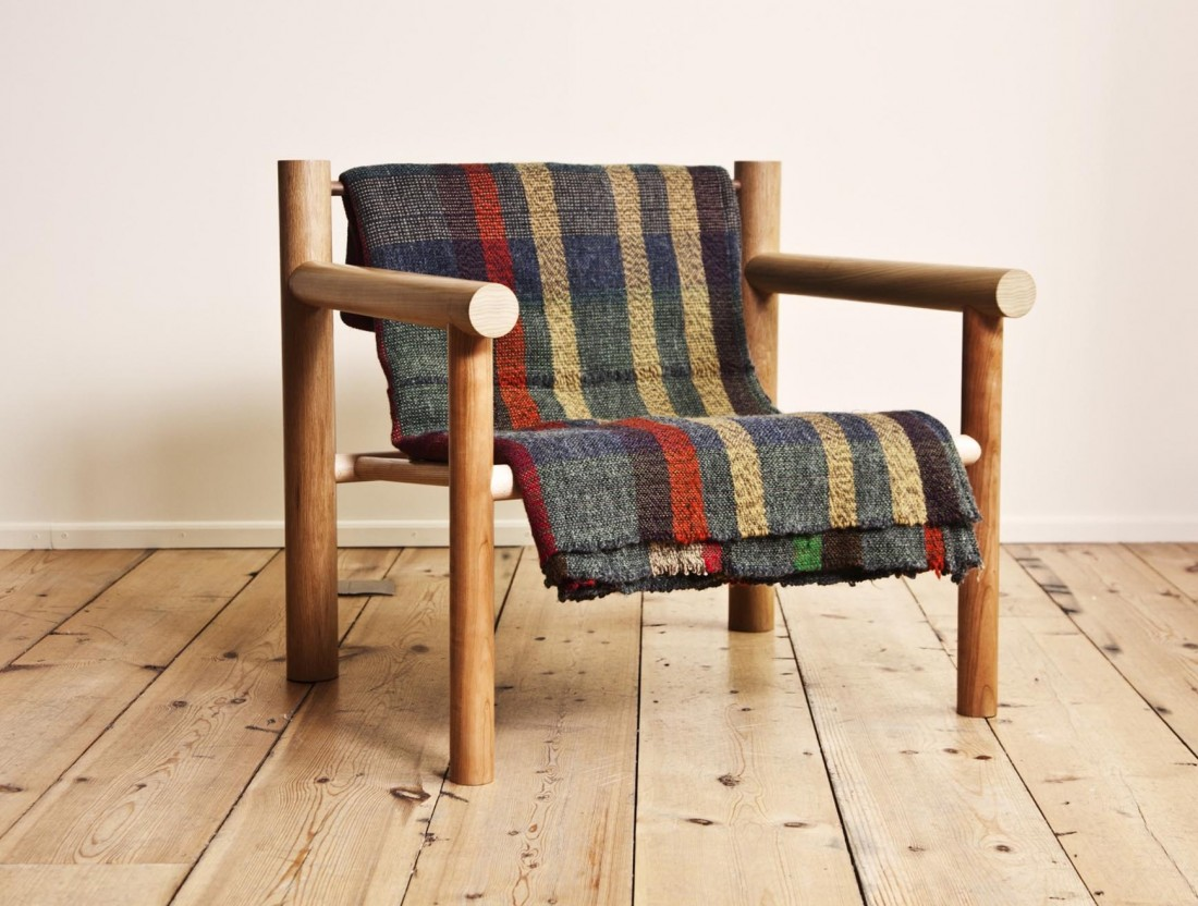 Max-Lamb_Woodware_Lounge-chair-with-blanket_1
